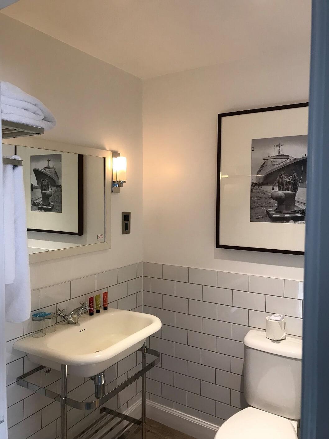 Glasgow Suite Bathroom