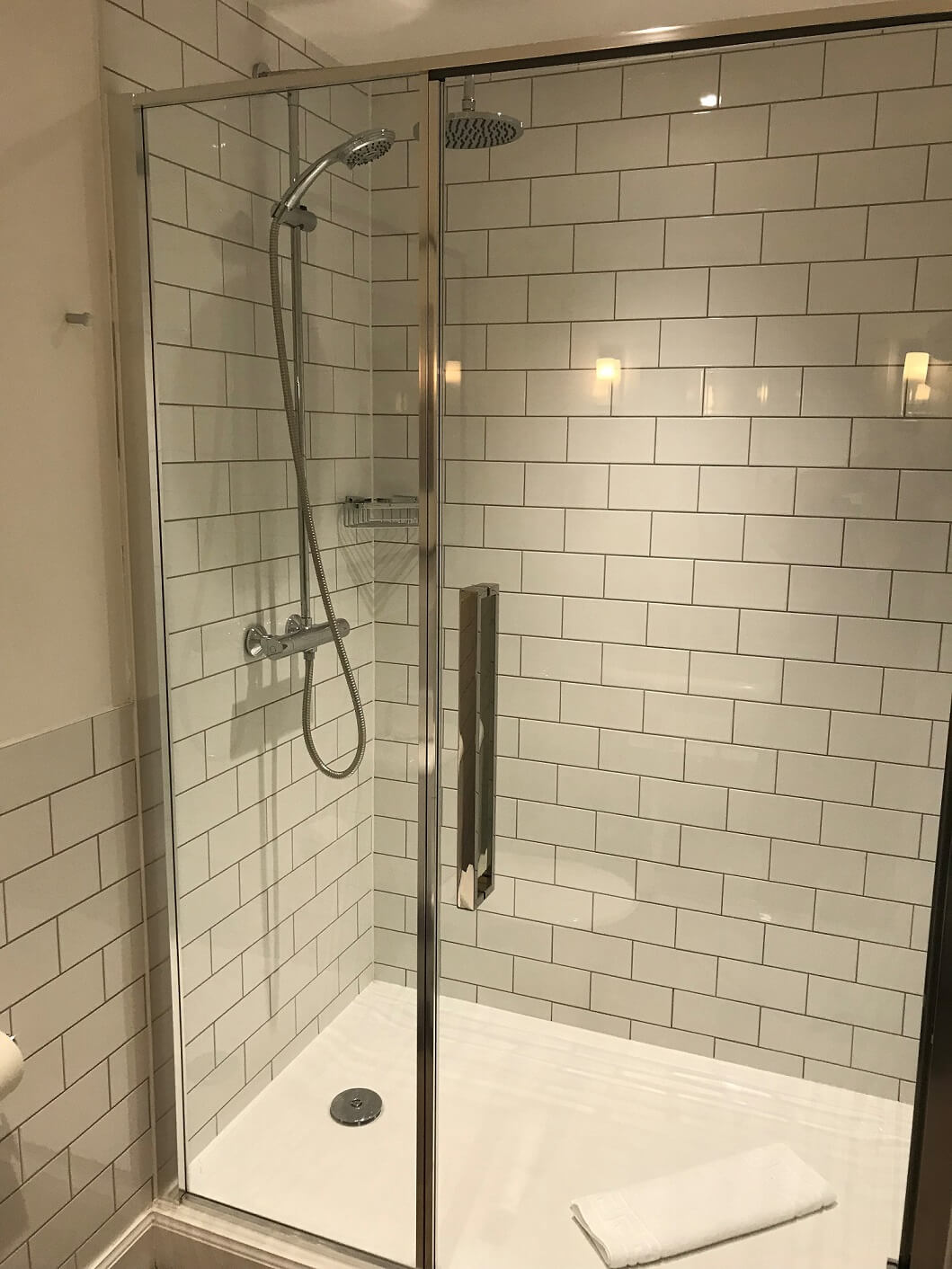 Glasgow Suite Shower